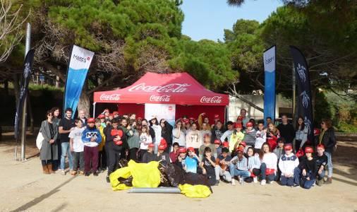 El Institut Marta Mata recoge 72,3 kg de residuos en la Platja Llarga de Salou, con la coordinación de la ONG Xaloc