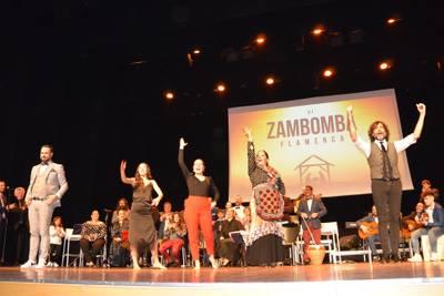 Más de 500 personas llenan el Teatro Auditorio de Salou para vibrar con la VI edición de la Zambomba Flamenca