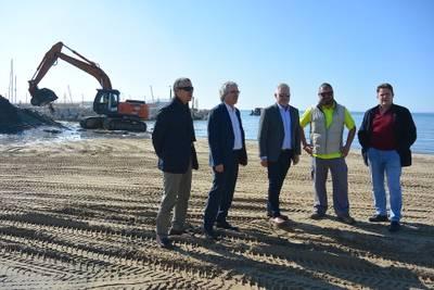 Salou realiza trabajos de reposición de arena en las playas para que estén en óptimas condiciones cuando empiece la temporada turística