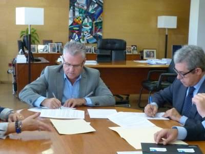 El Ayuntamiento de Salou firma un convenio con Banco de Sabadell para ayudar a los emprendedores