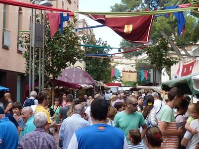 Se inaugura el XVIII Mercado Medieval de Salou con los juglares, acróbatas, bufones y músicos