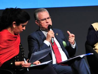 La mesa redonda del Foro propone pensar el mundo de manera global y no local, frente a la turismofobia
