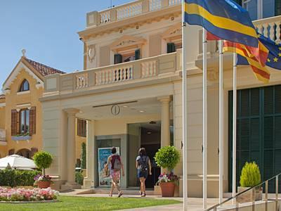 Más de 53.000 personas pasan por las oficinas de información del Patronato de Turismo de Salou en los dos meses de temporada alta