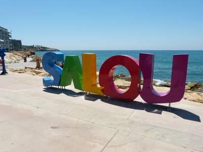 Salou instala un segundo grupo de letras gigantes en la zona de la calle Colom para promocionar la imagen turística