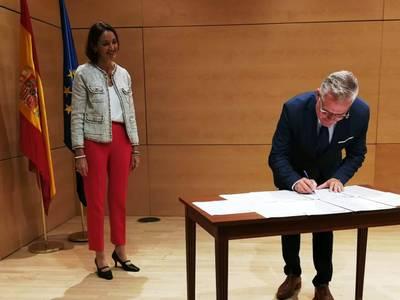 El alcalde de Salou, Pere Granados, ha firmado la declaración de intenciones de la Red de Destinos Turísticos Inteligentes