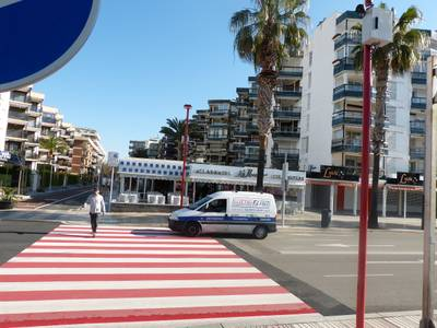 El Ayuntamiento de Salou instala el primer paso de peatones inteligente en el paseo Jaume I