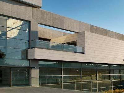 El Ayuntamiento de Salou deja exento de cargas fiscales el cambio de titular de una actividad