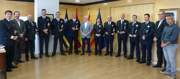 El alcalde entrega el pin de plata a 9 agentes de la Policía Local de Salou por sus 25 años de servicio