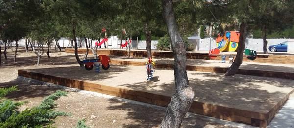 El Cap Salou cuenta con un nuevo parque infantil junto al pabellón municipal
