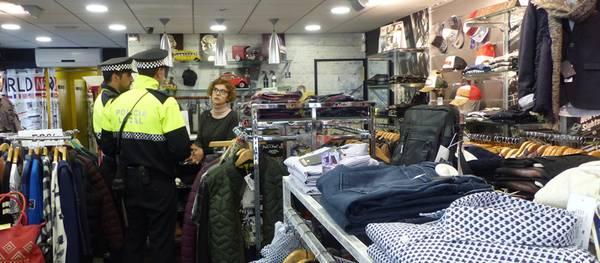 La Policía Local de Salou refuerza la vigilancia en las zonas comerciales aprovechando el inicio de la Campaña de Navidad