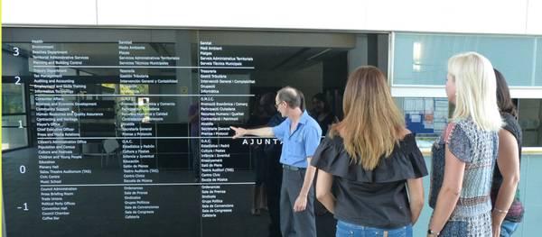 El Ayuntamiento incorpora rotulación trilingüe en sus dependencias municipales
