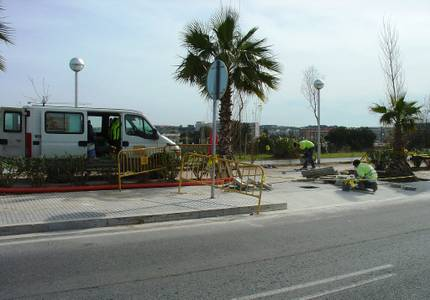Comienza la instalación de un semáforo y un paso de peatones en la C-31B en Salou