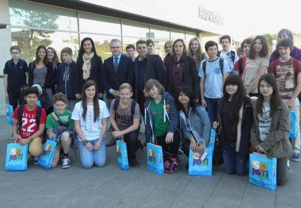 El alcalde da la bienvenida a 25 alumnos de intercambio de la escuela inglesa St. Bart's
