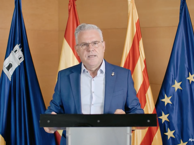 El alcalde de Salou, a través del discurso de la Diada Nacional de Catalunya, destaca la suma de esfuerzos y las medidas sociales y económicas para afrontar la crisis sanitaria