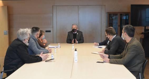 El alcalde Pere Granados se reúne con la presidenta de la Asociación de Vecinos Salou Este a fin de tratar sobre temas de mantenimiento y equipamientos