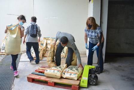 El Ayuntamiento de Salou dona 500 kg de pienso a las entidades animalistas del municipio para alimentar a las colonias felinas
