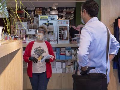 El Ayuntamiento de Salou informa que los establecimientos comerciales todavía pueden solicitar mascarillas