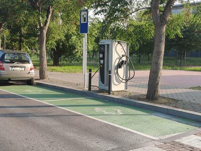 El Ayuntamiento de Salou pone en marcha dos nuevos puntos de carga rápida para vehículos eléctricos en el municipio