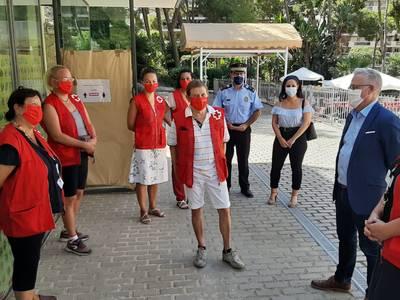 El Ayuntamiento de Salou y Cruz Roja inician la labor diurna de sensibilización COVID-19 en la calle, con una decena de personas voluntarias