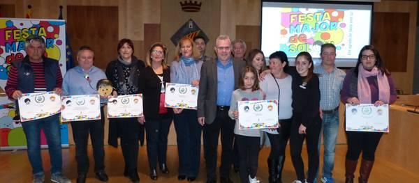 El grupo 'Molta Festa' gana el Confeti de oro como mejor comparsa del Coso Blanco, el premio a la carretela se lo lleva la 'Jaume I' y el 'Grup d'Amics' gana en categoría de disfraz