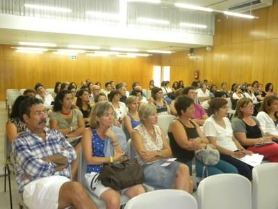 El Instituto Jaume I inicia el curso con una conferencia sobre el hábito de la lectura