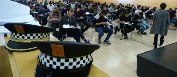 Esta mañana han tenido lugar en Salou las pruebas culturales a los futuros agentes interinos para cubrir 14 plazas de Policía Local