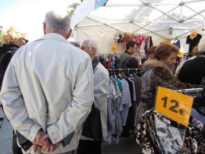 La feria Fora Stocks atrae a miles de compradores en el paseo Jaume I y aumenta ventas respecto de otras ediciones de invierno