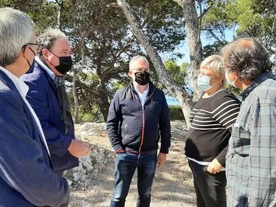 La Generalitat visita el patrimonio natural, histórico y paisagístico del Cap Salou, que el Ayuntamiento quiere recuperar i proteger