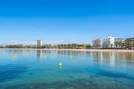 Las playas de Llevant y Capellans de Salou vuelven a obtener las banderas azules, como reconocimiento medioambiental